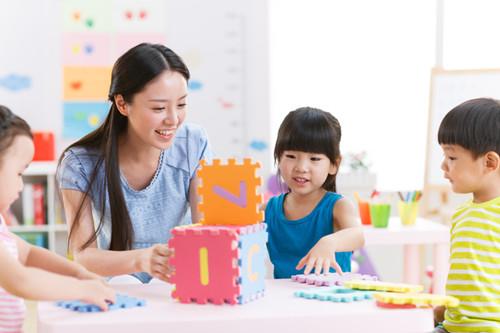 推进多渠道增加托幼和学前教育资源供给